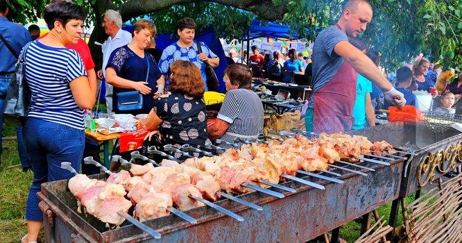 Пікнік-зона (святкова торгівля) на святкуванні 144-ї річниці Дня міста