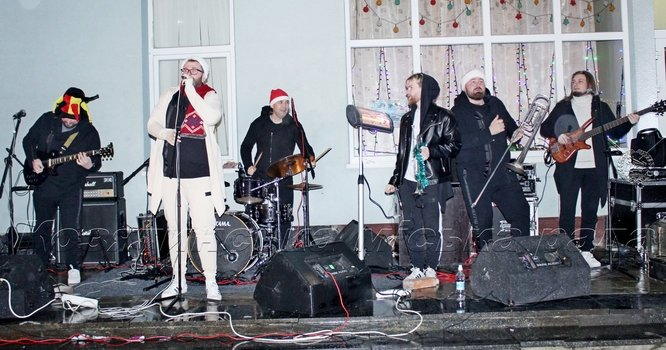 Відкриття ялинки, святкова фотозона та торгівля, новорічні шоу - так козятинці святкували Новий рік - 2020