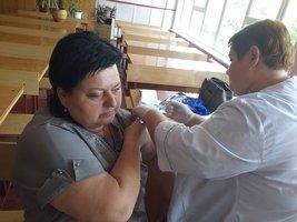 «Сам вакцинувався і вам раджу», або Як триває вакцинація проти коронавірусу у Козятині